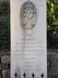 Denkmal für eine Gruppe von Soldaten, die hier 1911 beim Überqueren der Elbe ertrunkenen sind