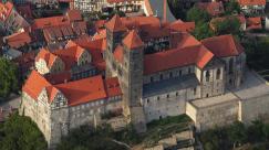 Luftaufnahme des Quedlinburger Schlosses (Foto: Wolkenkratzer | http://commons.wikimedia.org | Lizenz: CC BY-SA 3.0 DE)