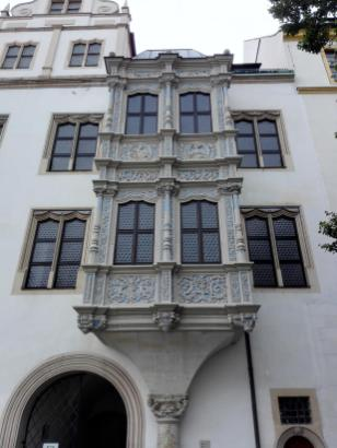 Erker im Innenhof, an der Tordurchfahrt Richtung Elbe