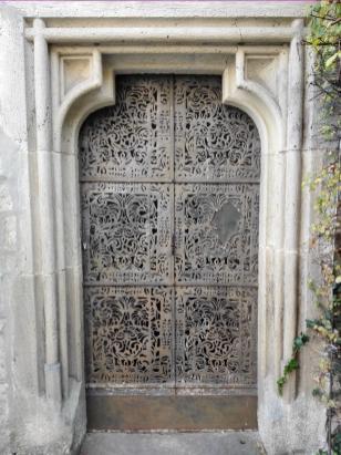 Orientalisch verzierte Tür Innenhof