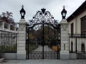 Prächtige Zufahrt zum Schlosspark neben der Orangerie