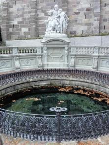 Einfassung der Karstquelle, die den Donaubach speist