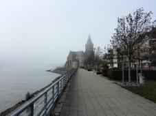 Die Rheinpromenade von Emmerich: Sonst ein touristischer Hotspot, heute verwaist.