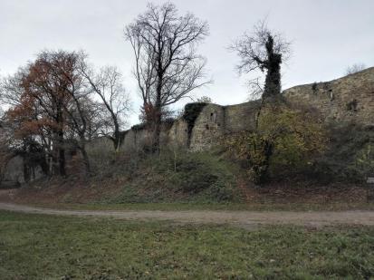 Befestigungsanlagen der Burg