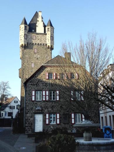 Obertor mit Theodore-Dreiser-Haus (Stadtbücherei)