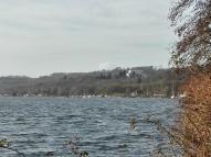 Blick über den See zur Villa Hügel