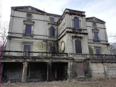 Verfallene Industriellenvilla im Jülicher Ortsteil Kirchberg nahe der Inde