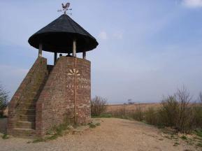 Der Römerturm am höchsten Punkt der Sophienhöhe