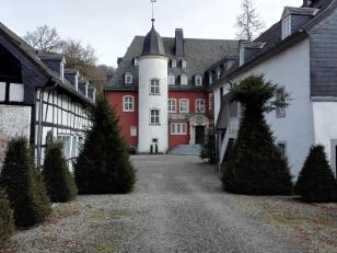 Innenhof der restaurierten Burg Dabenden