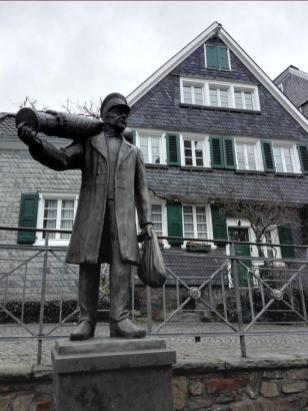 Denkmal für die Seidenweber, die der Stadt im 18. Jahrhundert Wohlstand brachten