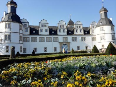 Pflanzungen vor dem Schloss