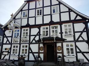 Die Domschänke, das Stammhaus der Familie Cramer, hier wurde zum ersten Mal Warsteiner ausgeschenkt
