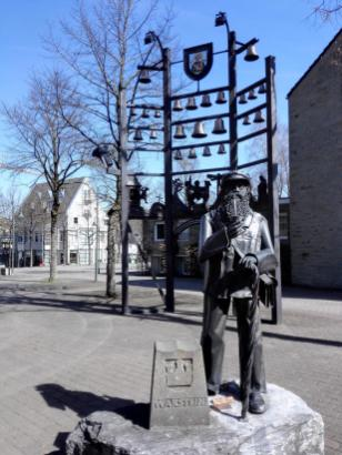 Skulptur vor der Stadtkirche