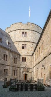 Innenhof der Wewelsburg, hinterer Teil (Foto: Tsungam | http://commons.wikimedia.org | Lizenz: CC BY-SA 3.0 DE)