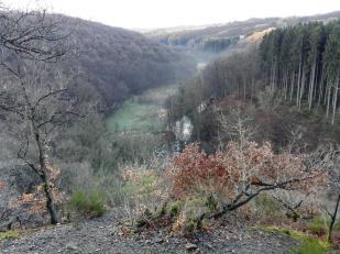 Blick vom höchsten Punkt des Klettersteigs in das Tal
