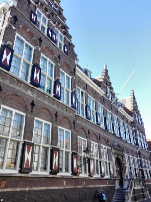 Prächtiges Gebäude an der Hofstraat in unmittelbarer Nähe der Augustijnerkerk