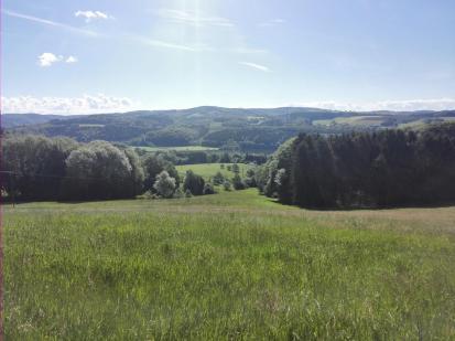 Blick hinunter ins Tal der Agger und zum Stausee Ehreshoven