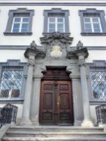 Portal des Palais Adelmann, dem ersten Barockgebäude der Stadt von 1688