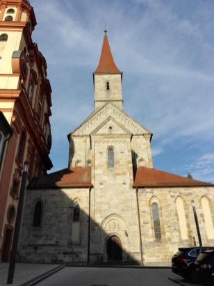 Frontansicht der Basilika