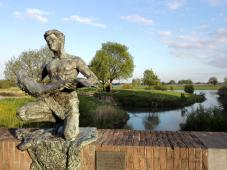 Skulptur am alten Stadttor, Blick Richtung Merwede