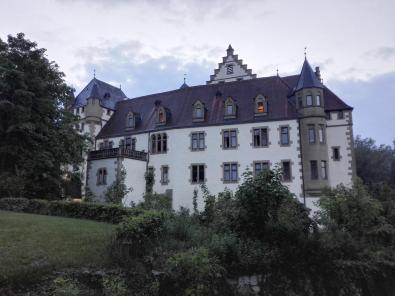 Seitenansicht der Götzenburg