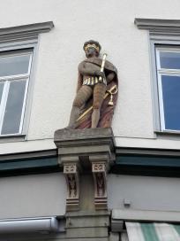 Skulptur an einem historischen Patrizierhaus