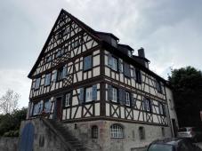 Altes Fachwerkhaus auf der Rückseite des Schlosses