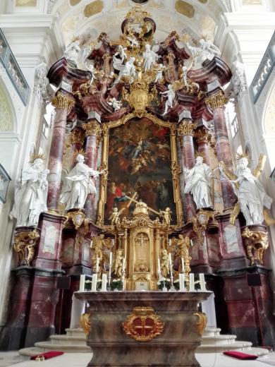 Der Hochaltar in der Klosterkirche