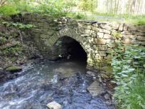 Kleine Steinbrücke aus frühindustrieller Zeit