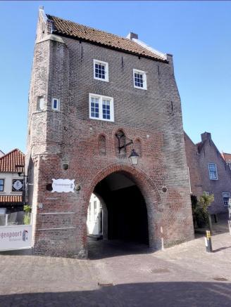 Das alte Stadttor am Hafen