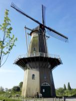 """Alte Mühle """"Nooit Gedagt"""" auf dem Befestigungswall"""