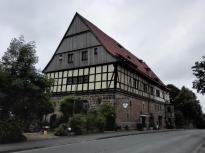 Die ehemalige Wetterburg im gleichnamigen Ort am See