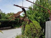 Dinofigur an einem Gartenbaubetrieb am Ortsrand von Heilbronn