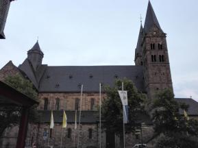 Der Dom von Fritzlar in der Seitenansicht ...