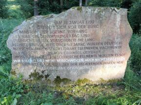 Gedenkstein an die Grenzöffnung 1990 unterhalb der Burgruine Hanstein