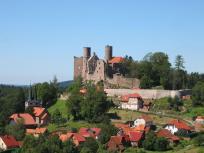 Blick über Limbach zur Burgruine Hanstein (Foto: Dirk Schmidt   http://commons.wikimedia.org   Lizenz: CC BY-SA 3.0 DE)