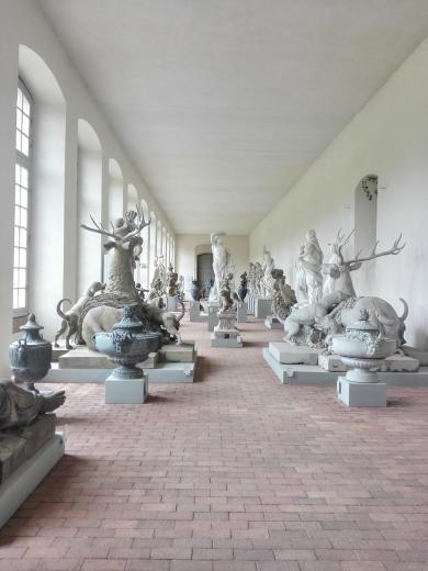 In der Orangerie aufbewahrte Skulpturen, die nicht mehr im Schlosspark aufgestellt werden