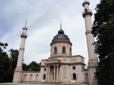 Die Rote Moschee im Türkischen Garten