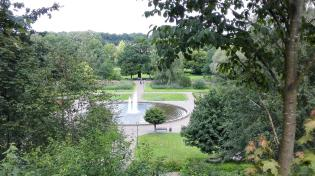 Blick hinunter zum Schlosspark