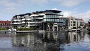 Modernes Wohnen am Wasser