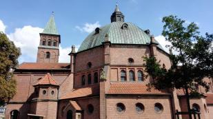 Die Katholische Kirche St. Augustinus, errichtet auf den Fundamenten der Burg Nordhorn, deren letzten Reste bis 1912 bestanden