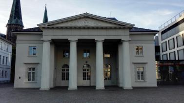 Klassizistische Schlosswache von 1839 am Schlossplatz