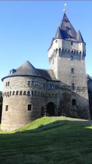 Der Burgturm im Inneren der Anlage