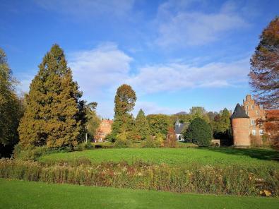 Blick von Süden über den Schlossgraben zum Schloss