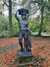 Skulptur in den Parkanlagen rund um das Schloss