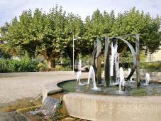 Brunnen im Park am Altrheinarm