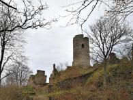 Nach einem Aufstieg erreichen wir die Ruine der Winneburg