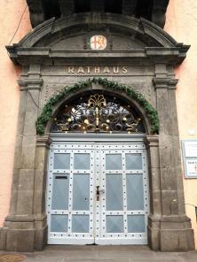 Portal des Rathauses am Alten Markt