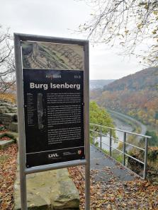 Blick von der Isenburg hinunter ins Ruhrtal stromaufwärts