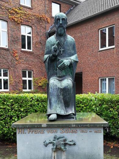 Denkmal für den Ordensgründer